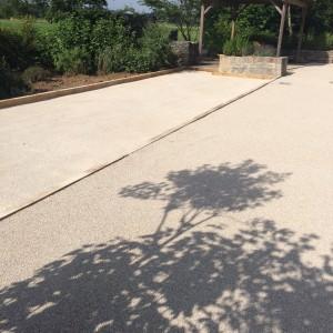 aménagement d'un terrain de pétanque en sable par l'entreprise Cuinet de Tarcenay