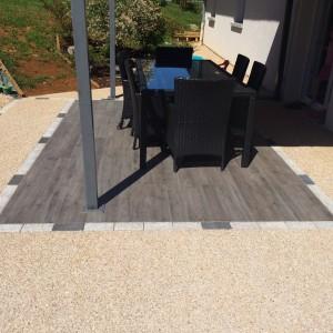 aménagement d'une terrasse en mixte béton désactivé et dalle par l'entreprise Cuinet