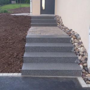 Aménagement d'escalier extérieur en bloc marche