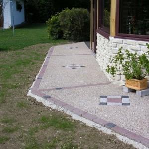 Aménagement de terrasse en béton désactivé