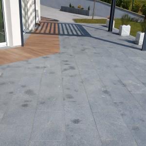 Aménagement d'une terrasse en dalle EVO2 imitation bois mixé avec des dalles granites 40*60 à Ornans par l'entreprise Cuinet