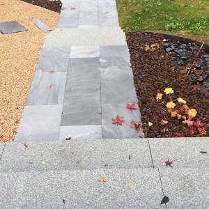aménagement d'un escalier en bloc marche granit et dalle granit par l'entreprise Cuinet de Tarcenay