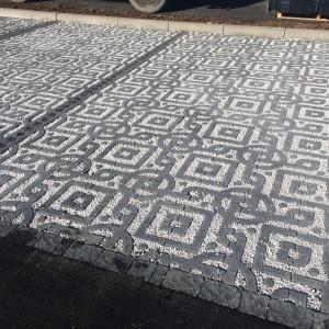 aménagement d'un parking en dalle à engazonner avec remplissage des alvéoles en gravier par l'entreprise Cuinet