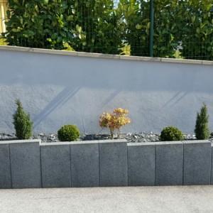 jardinières en palissades type Birkenmeier Tocano Atwork gris anthracite réalisé par l'entreprise CUINET basée à Tarcenay vers Besançon dans le Doubs